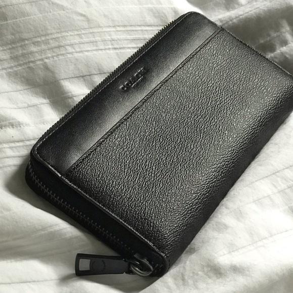 Coach Handbags - NWOT Coach Accordion Wallet